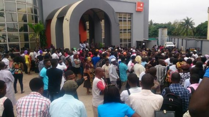 FG not pleased with breach of social distancing, especially at banks