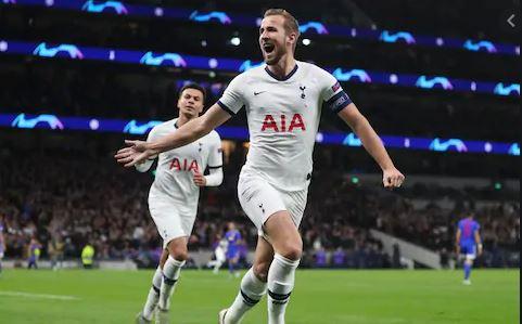 Tottenham back to top spot as Arsenal suffers 2-0 away defeat